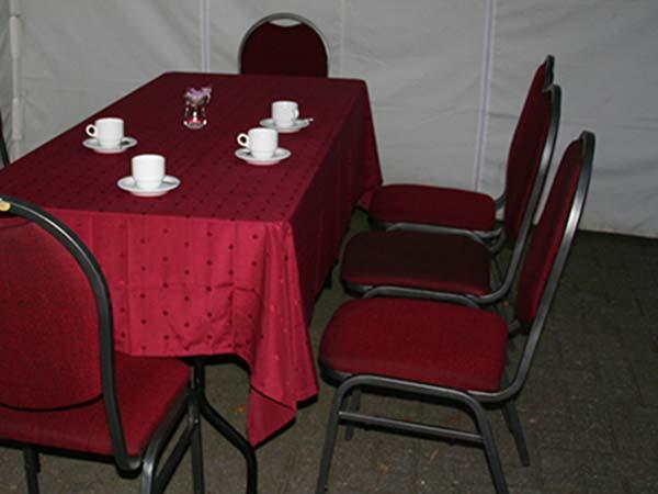 Gestoffeerde-stoelen-rood